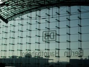 Immerhin hat Berlin es hinbekommen, einen Hauptbahnhof mit solchen tabellarischen Wänden zu errichten