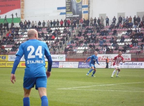 Fußball an einem Sonntagvormittag in Fußball an einem Sonntagvormittag in Prag. Ja, es ist Jiri Stajner, einst bei Hannover 96