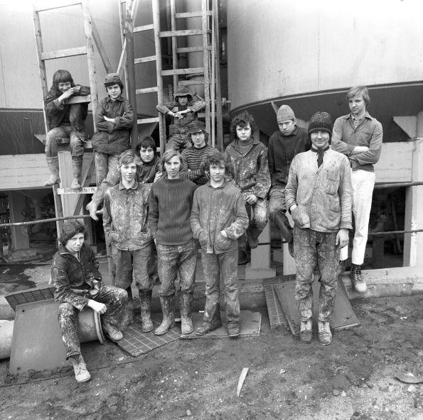 Nicht unbedingt eine verschworene Gemeinschaft – Malerlehrlinge 1977 © Christian Brachwitz