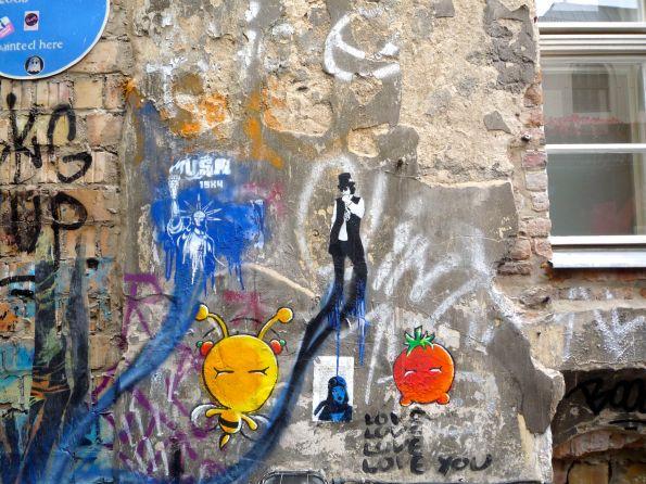 Mauer in Berlin Mitte. Natürlich im Durchgang zum Kino Central Rosenthaler Straße