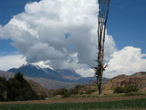 Hinter den Wolken muss der Vulkan sein – Parinacota in Bolivien © Alle Fotos: Julia Thalheim