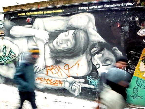 Die Liebe und der Tod löschen alles aus – Streetart Berlin-Mitte Rosenthaler Straße