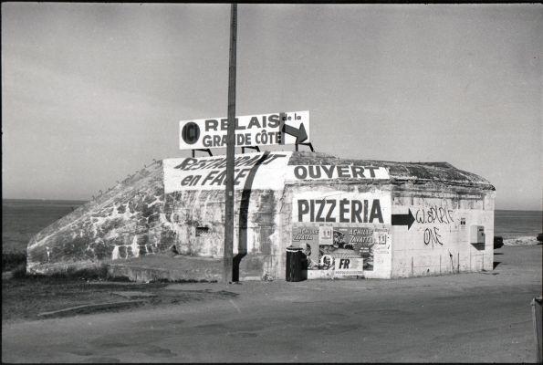 Ein paar Schriftzüge und der alte Bunker ist plötzlich hochmodern Fotos © Christian Brachwitz