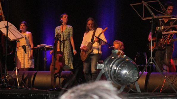 New Generation Mascha, Karla und Theo plus Gitarristen