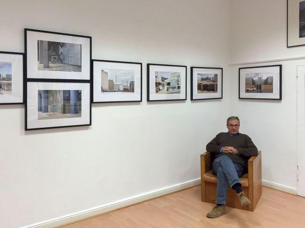 Siedler jun. inmitten seiner Bilder © Corinna Fricke